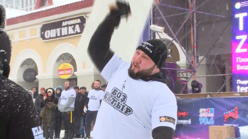 Nga: Cuộc thi khuân vác băng